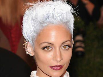 nicole richie mit haaren in silber