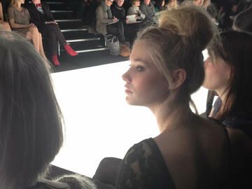 Amelie Klever in der Frontrow bei Blacky Dress