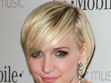 Ashlee Simpson mit blondem Bob