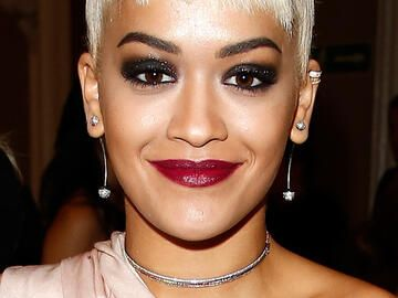 Rita Ora mit Smokey Eyes