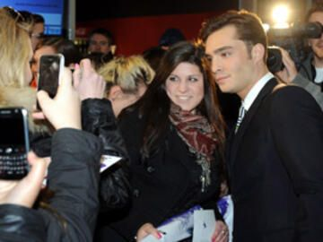 powder-girl-interview-mit-ed-westwick-275x219-bild-1-1073073.jpg