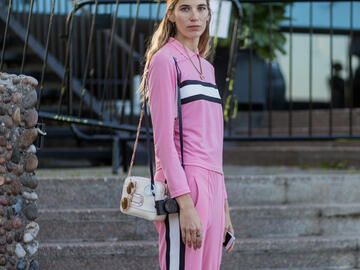 Rosa Outfit im Joggingstyle