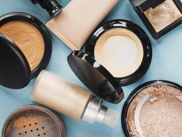 Wie lange hält Make-up & Puder?
