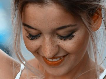 fake-lashes-hack-quer