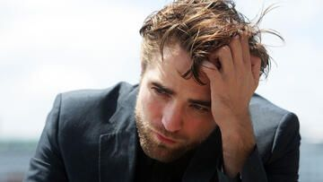 robert-pattinson-traurig-557-gi-1694867.jpg